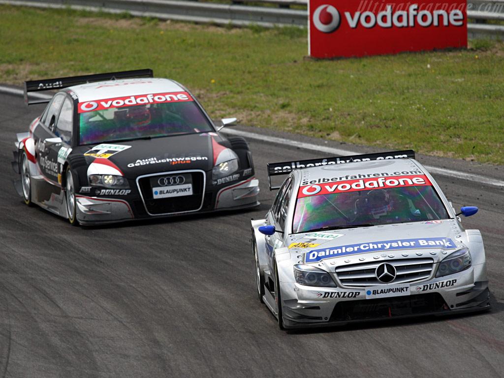Mercedes_benz_cclass_dtm_vs_audi__2