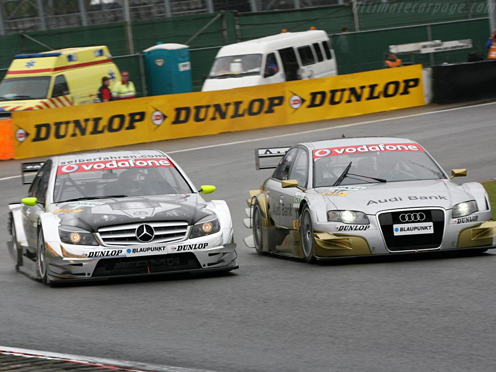 Mercedes_benz_cclass_dtm_vs_audi_a4