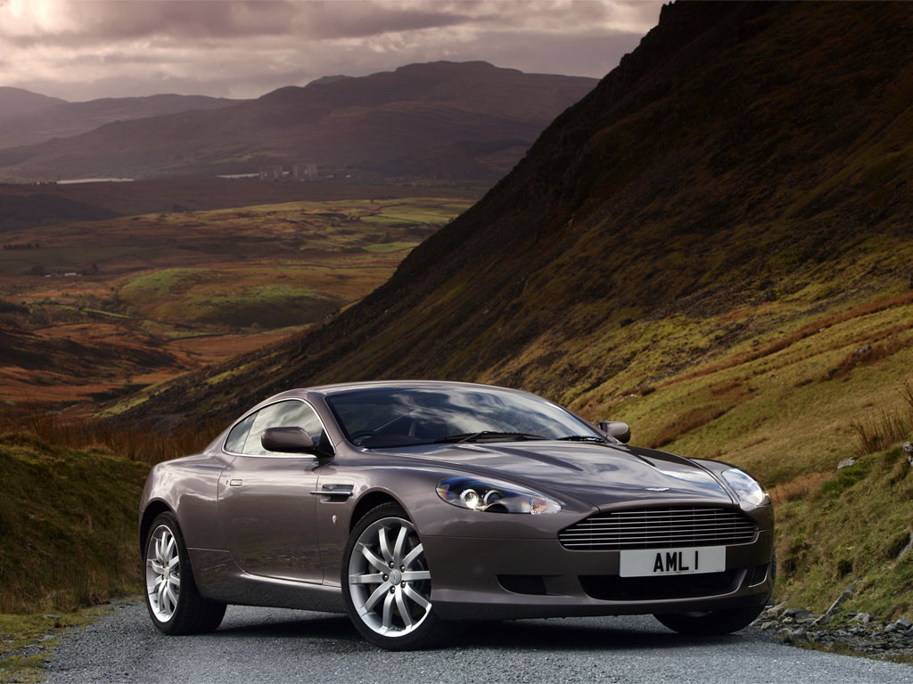 Aston_martins_db9_07