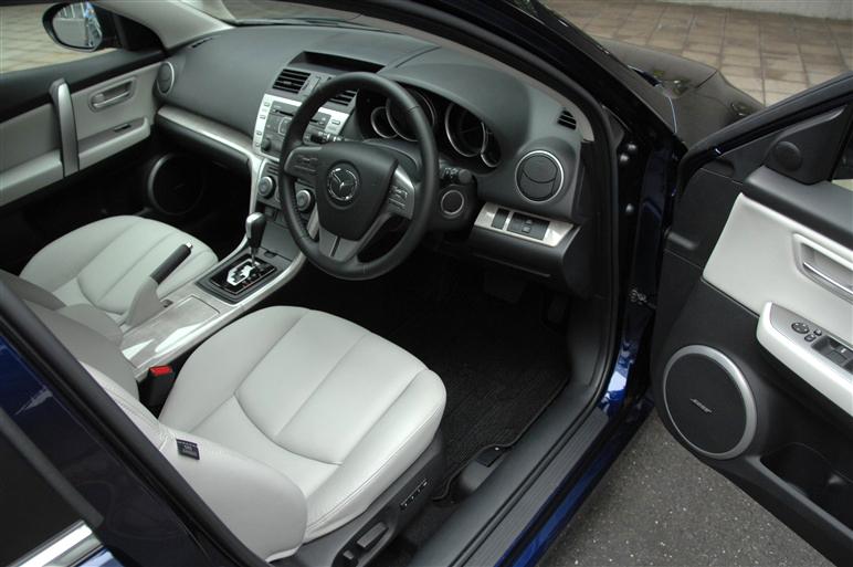 Mazda_atenza_wagon2