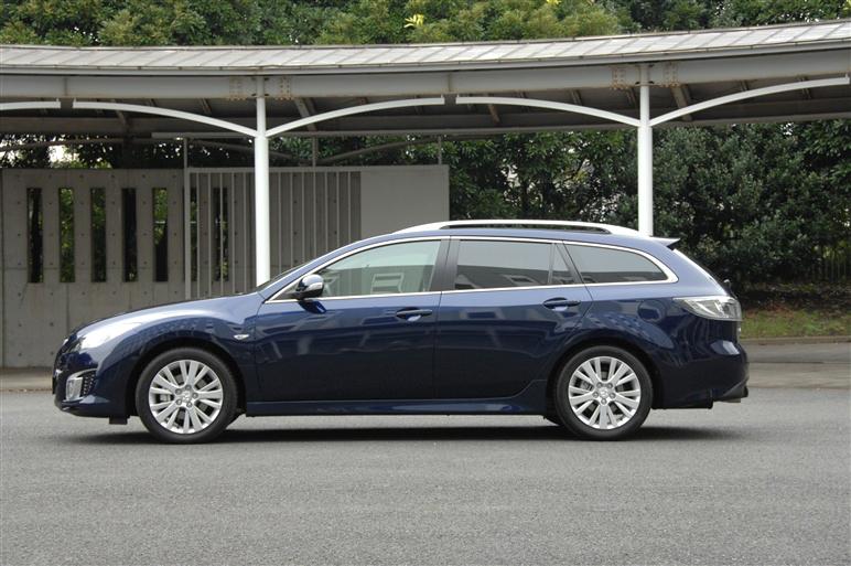 Mazda_atenza_wagon3