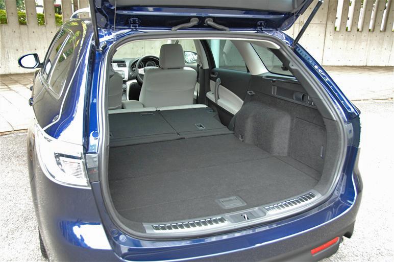 Mazda_atenza_wagon6