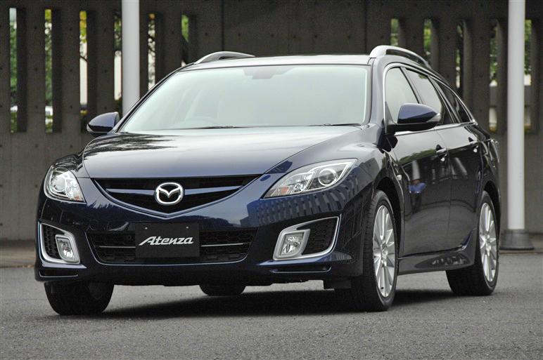 Mazda_atenza_wagon_2